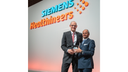 Bernd Montag, CEO of Siemens Healthineers, thanked the outgoing Supervisory Board member Michael Sen for his services to the company.