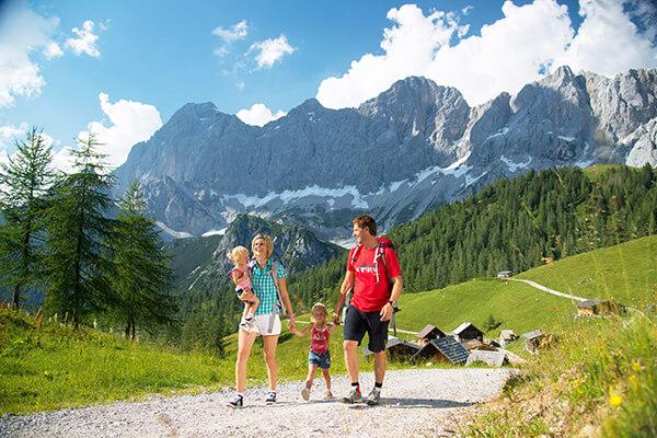 Familie in Ramsau am Dachstein in der Steiermark