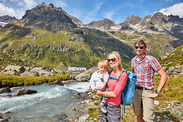 Familie, Galtür, Tirol in Österreich