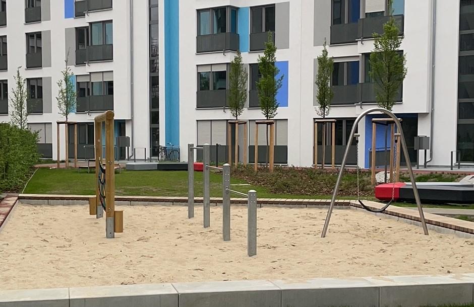 Spielplatz im Innenhof eines Immobilienprojekts der Apothekerversorgung Niedersachsen