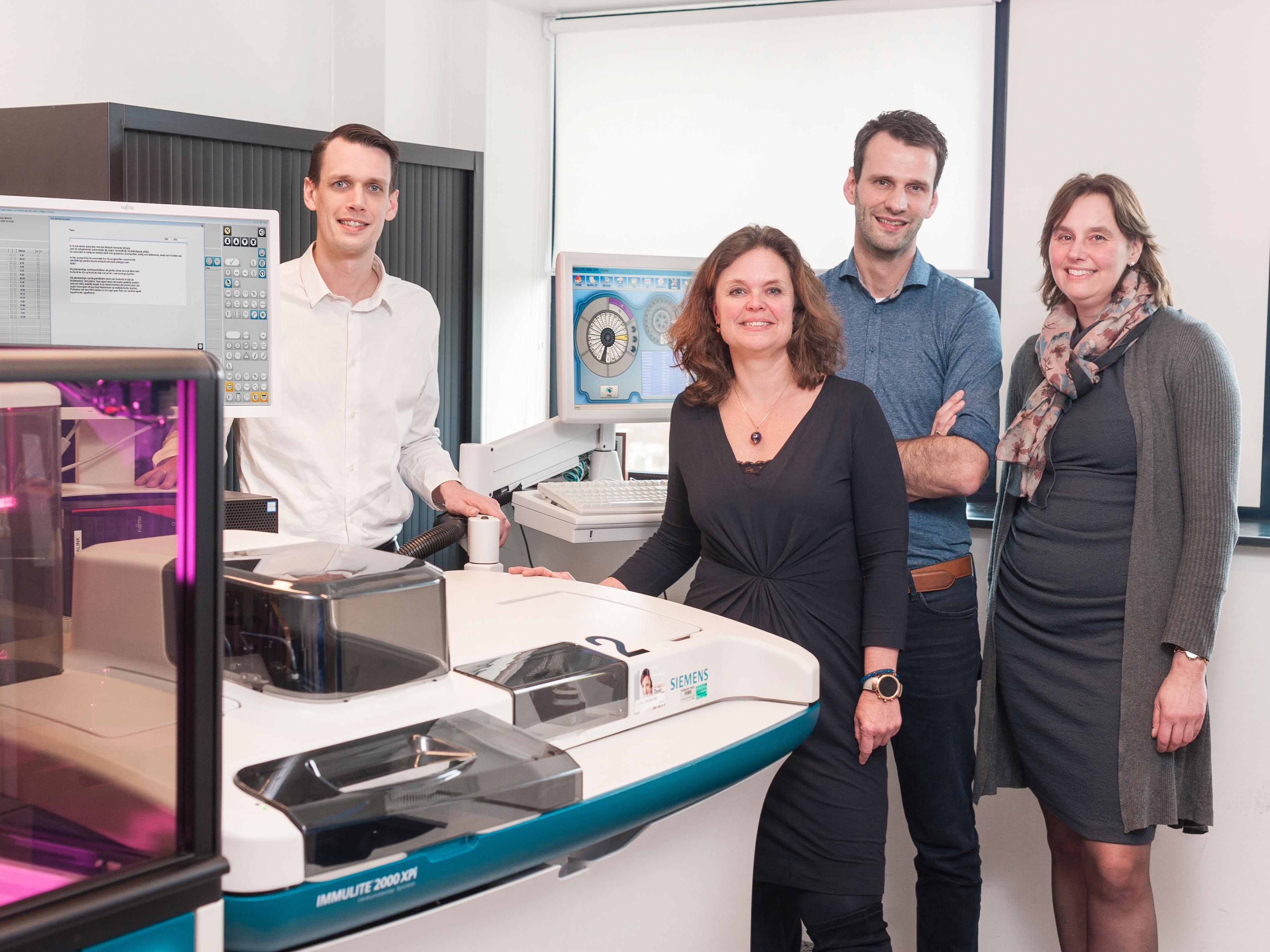 Sinds kort gebruiken de drie medisch immunologen van het Reinier Haga Medisch Diagnostisch Centrum HemaLink bij allergiediagnostiek.