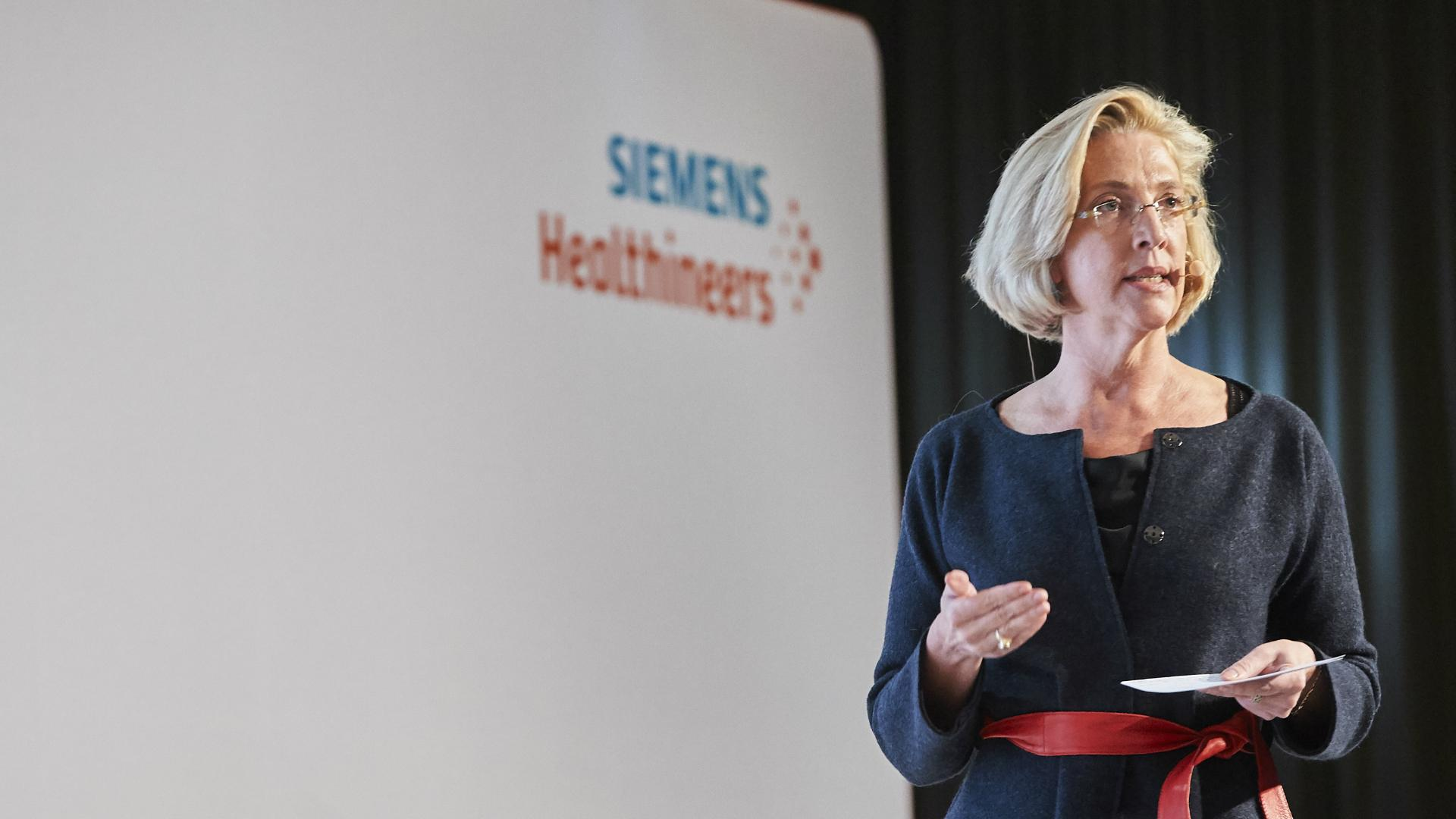 Melissa Hathaway giving a presentation on cybersecurity in the healthcare industry at the Executive Summit 2018