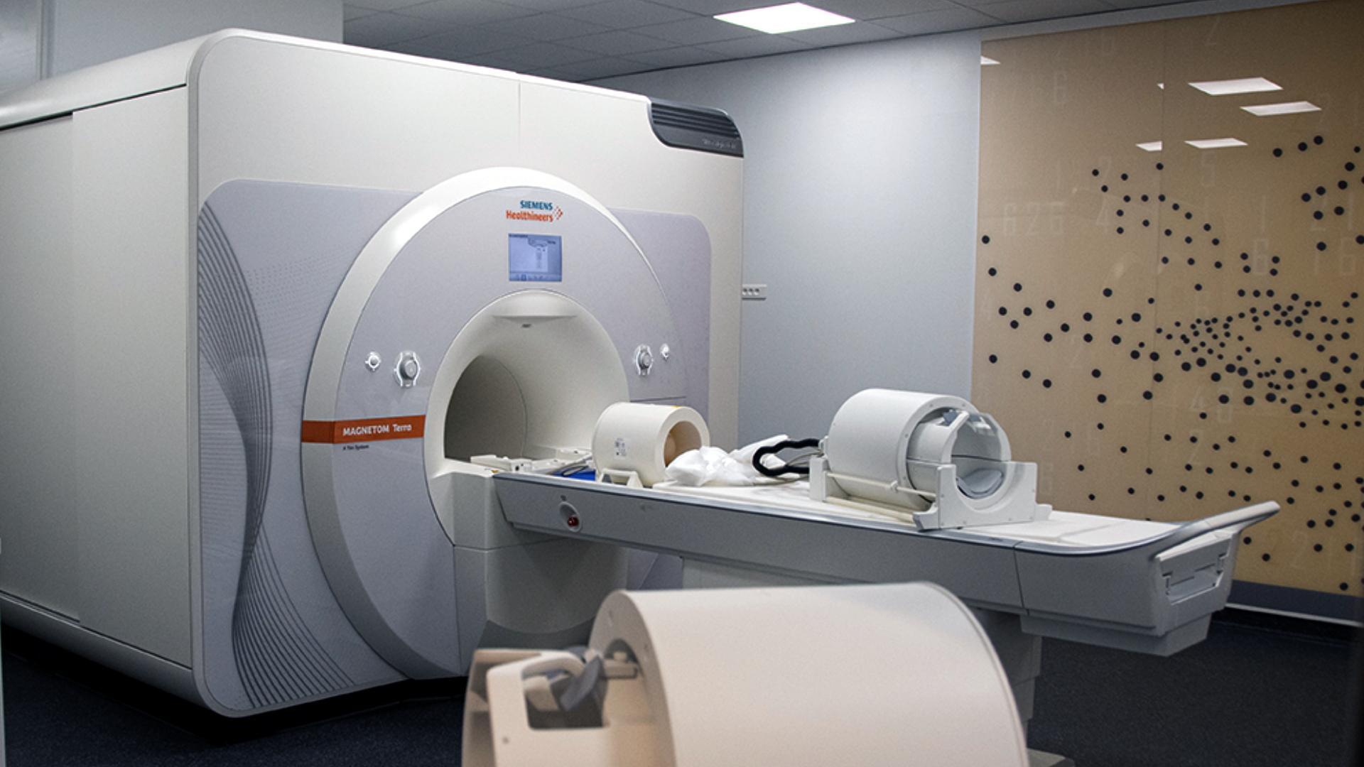 Le CHU de Poitiers s'équipe du premier IRM 7T clinique de France - Siemens Healthineers