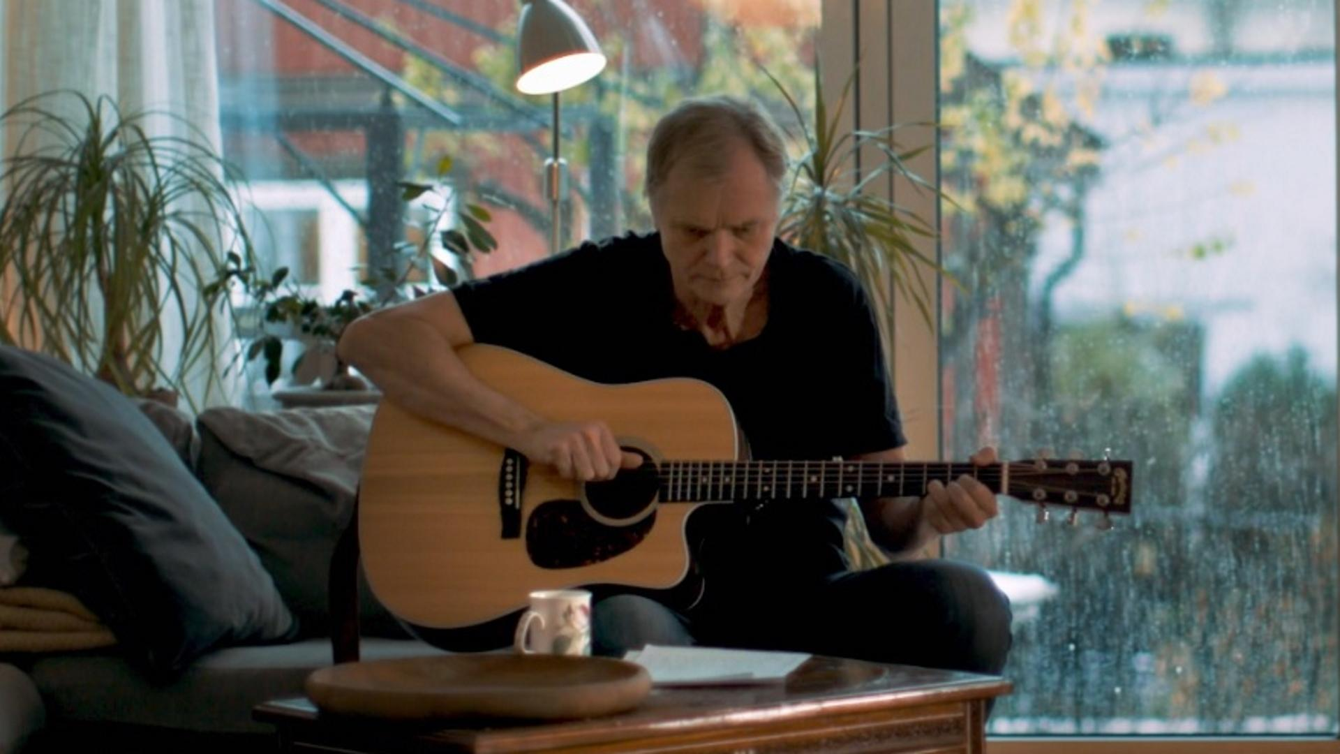 Professor Erik Fosse: musician and innovator planning his intervention center