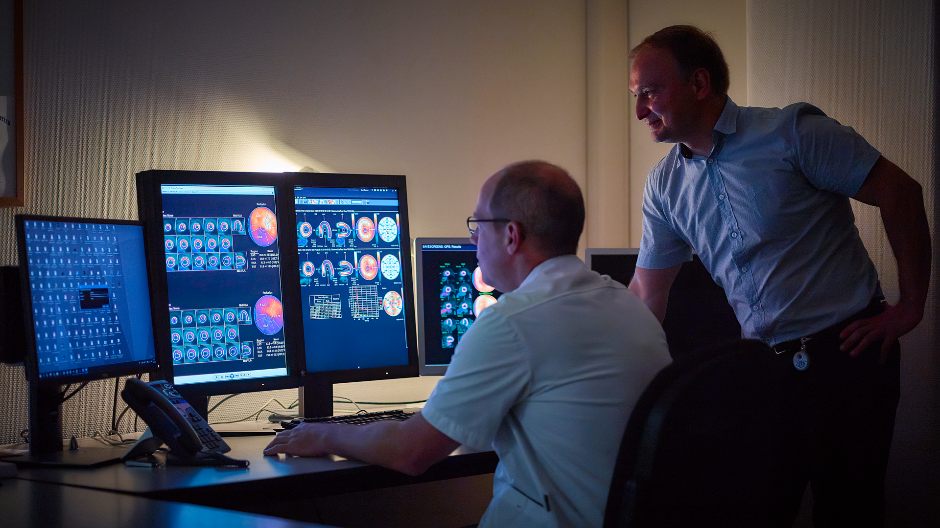 Dr. Remco Knol and Dr. Sergiy Lazarenko examine PET cardiac images at a workstation.