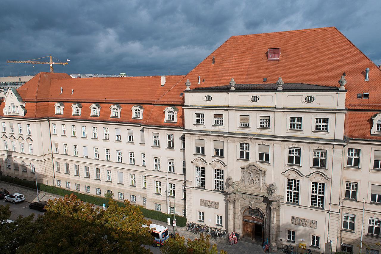 LMU Klinikum: Das Gebäude der Medizinischen Poliklinik am Campus Innenstadt in der Pettenkoferstraße 8a.