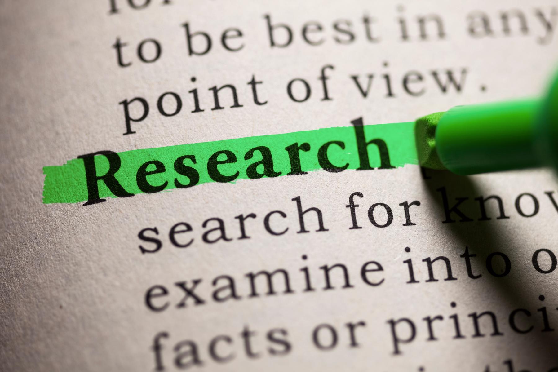 """Bild: markierter Lexikaeintrag """"Research"""" (Forschung)"""