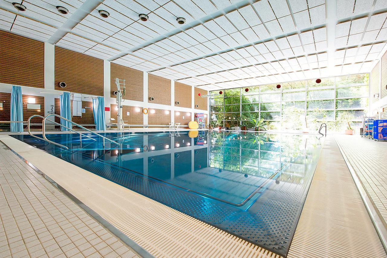 Die Schwimmhalle am Campus Großhadern können auch Mitarbeiterinnen und Mitarbeiter nützen.