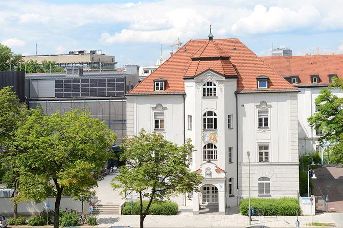 Das Gebäude der Chirurgischen Klinik des LMU Klinikums München in der Nußbaumstraße 20.