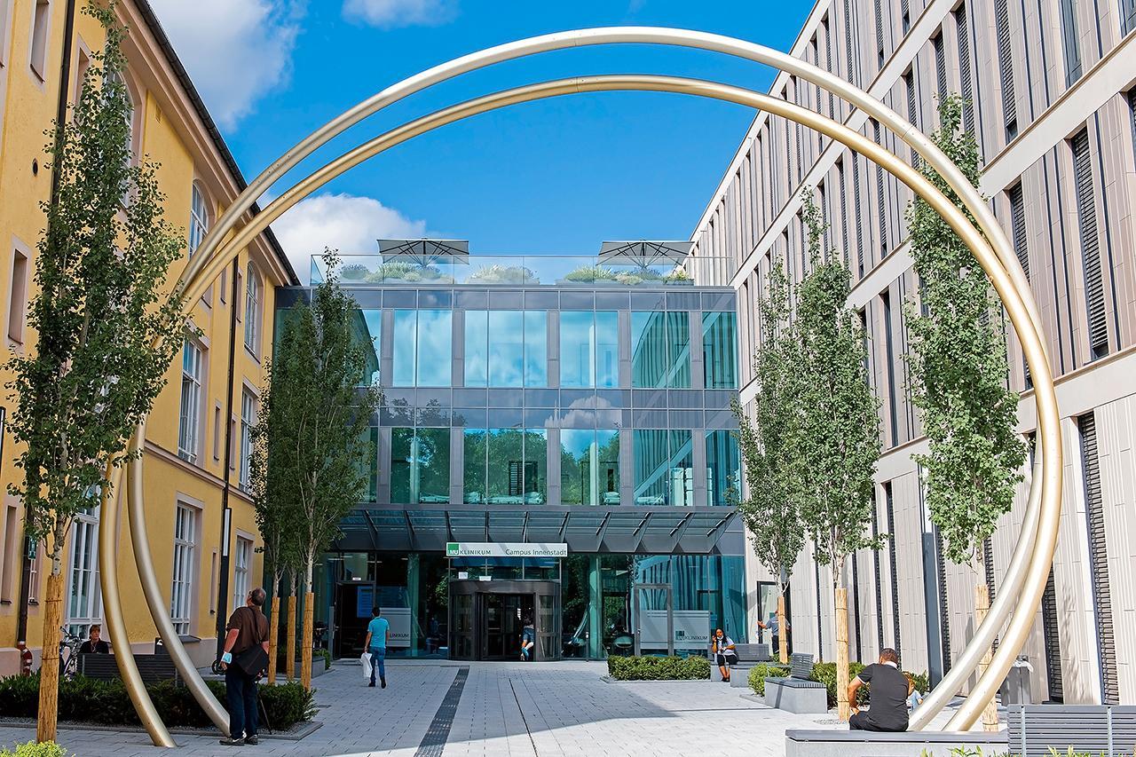 Der Haupteingang des LMU Klinikums Innenstadt