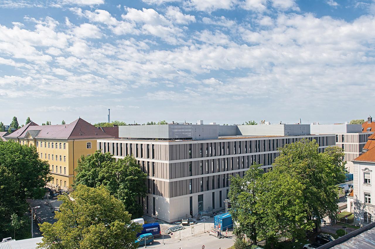 Das neue Gebäude von an der Ecke Ziemssen- Nußbaumrstraße im Juni 2020