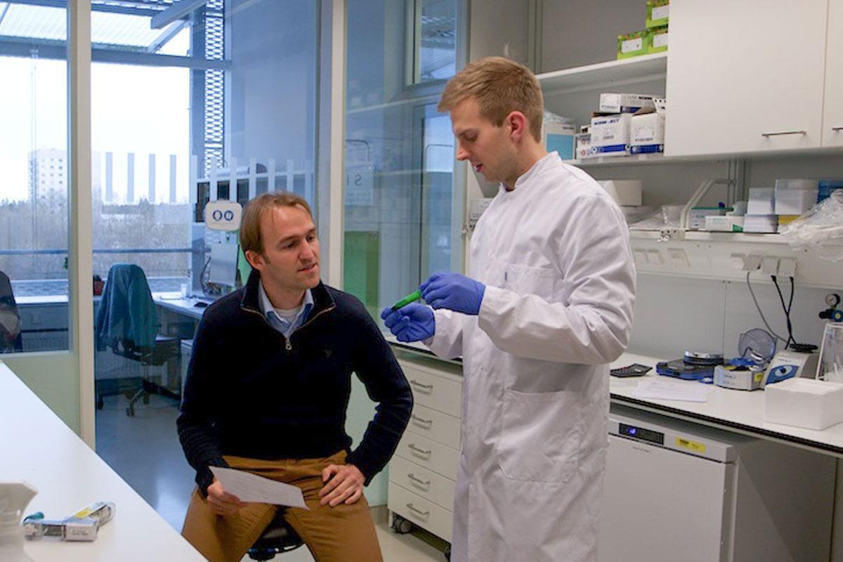 Julien in Paquet-lab