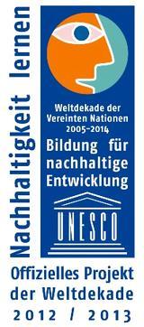 Abgebildet ist ein blaues Logo mit einem orangenen Comic-Gesicht im Seitenprofil. Es stehen die Worte Bildung für eine nachhaltige Entwicklung darauf.
