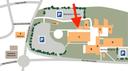 Übersicht der Gebäude der Hochschule, auf der die Prüfhalle mit einem roten Pfeil markiert ist