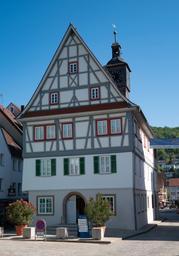 Altes Rathaus Künzelsau im Sommer