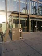 Das Bild zeigt den barrierefreien Zugang zur LIV-Bibliothek am Bildungscampus