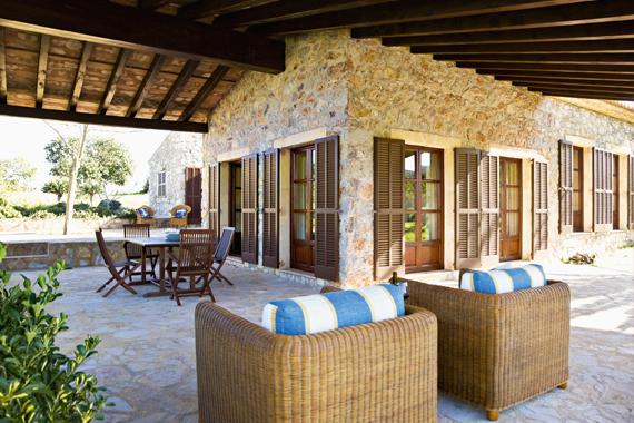 Gartenprojekte | Mediterraner Außenbereich mit Natursteinboden