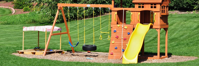 Schaukel einfach einbetonieren | Schaukel und Spielgeräte auf Rasen