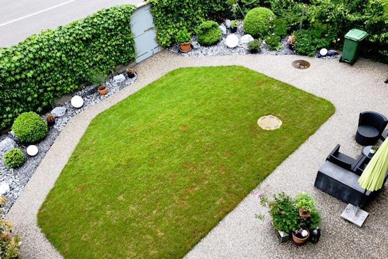 Kleiner Garten mit Kiesbinderbelag auf dem Weg aus der Vogelperspektive 2