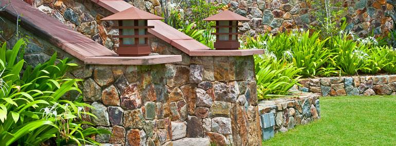 Gartenmauer einfach selber bauen ohne feste Reihen