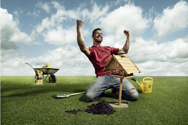 Heimwerker mit Setz-Fix betoniert ein