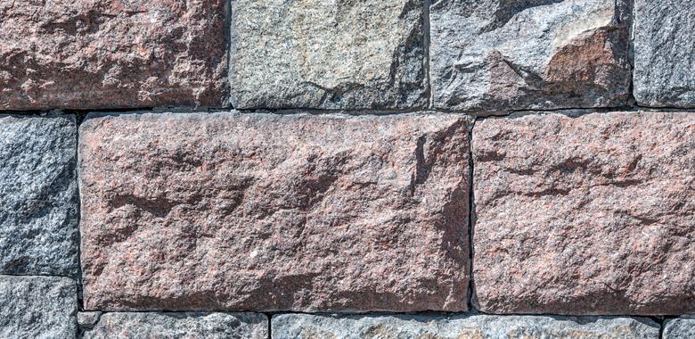 Granit für die Natursteinmauer