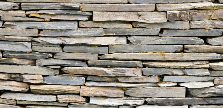 Schiefer für die Natursteinmauer