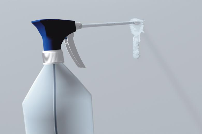Mit Sprühflasche die Saugfähigkeit testen