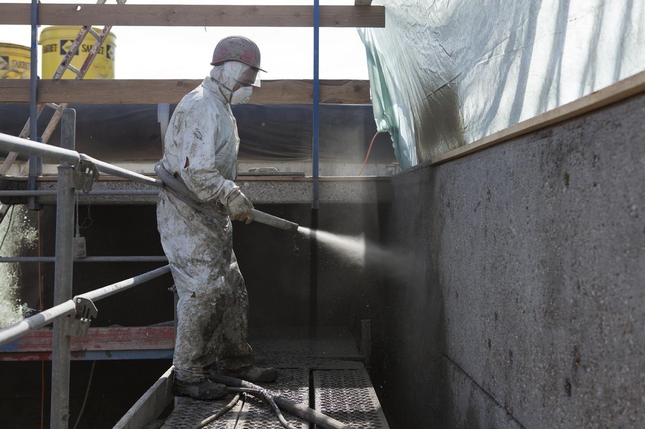 SAKRET Referenz Kläranlage Marbach Mörtel auftragen