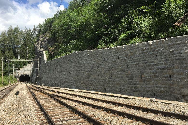 SAKRET Schweiz Referenzen | Sanierung der Stützmauer am Bahnhof Blausee Mitholz Thumbnail