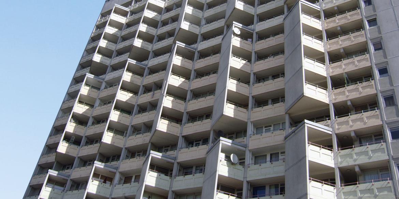 Fassaden und Balkone | Hochhaus mit vielen Balkonen