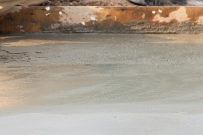 Bodenuntergrund Zementestrich für Fliesenlegen im Innenberereich