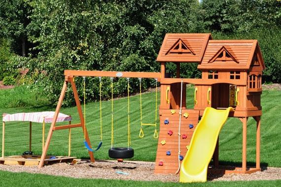 Schaukel und Spielgeräte einbetonieren auf Rasen