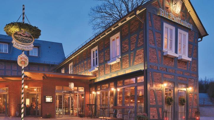 Das Bild zeigt die Außenansicht des Gasthaus Alt-Battenberg