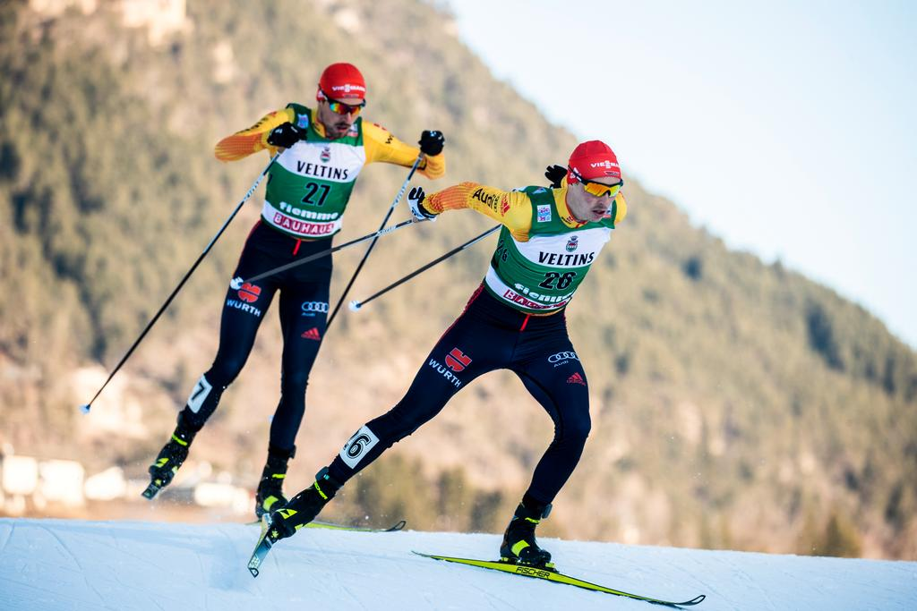 The picture shows the two athletes Frenzel und Rydzek.