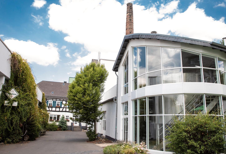 Das Bild zeigt die Westerwald-Brauerei in Hachenburg.