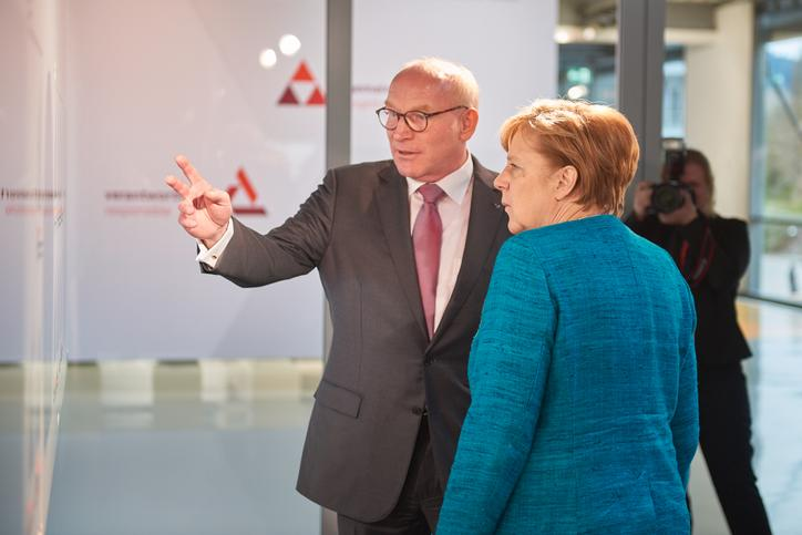 The picture shows Prof. Dr. Martin Viessmann together with Angela Merkel.