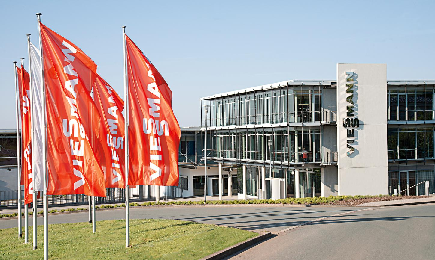 The image shows the Viessmann company headquarters in Allendorf (Eder).