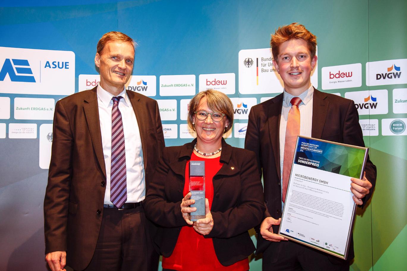 Das Bild zeigt die Auszeichnung mit dem Sonderpreis Gaswirtschaft 2016