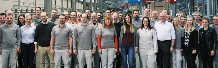 The picture shows part of the Viessmann workforce with Max and Martin Viessmann in Allendorf (Eder)