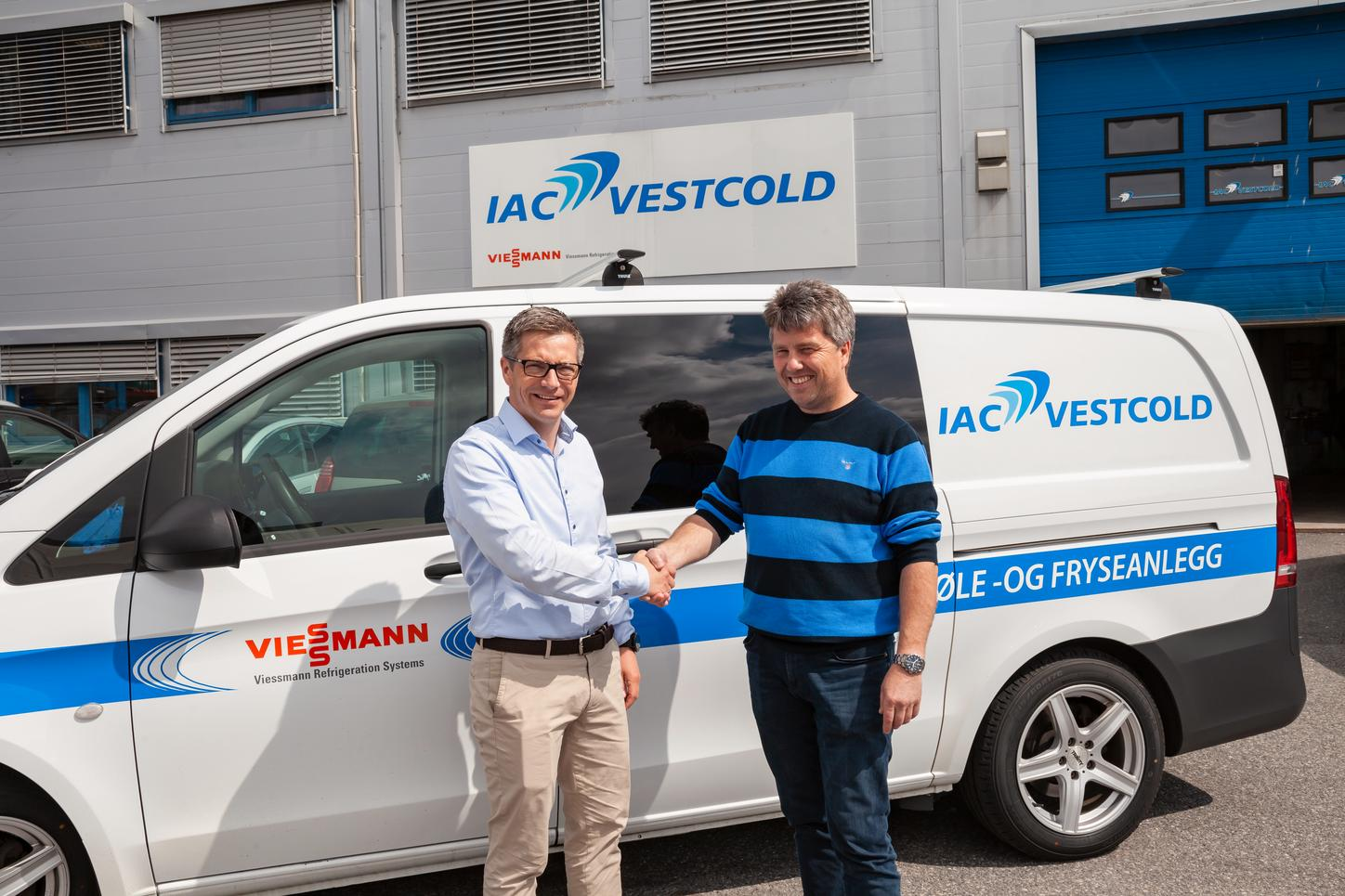 Picture shows Jan Harald Eriksen (Managing Director of IAC Vestcold As) and Fredrik Hoienholm (Managing Director of Viessmann Refrigeration System As).