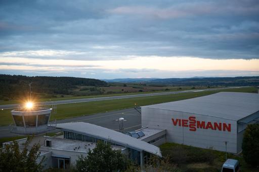 The image shows the hangar and runway in Allendorf.