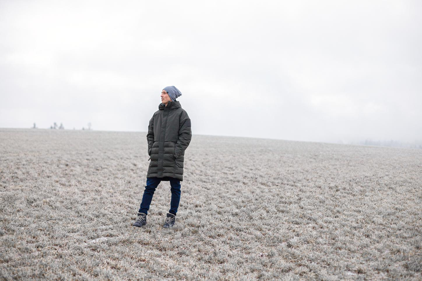 The image shows Eric Frenzel on a meadow with hoarfrost.