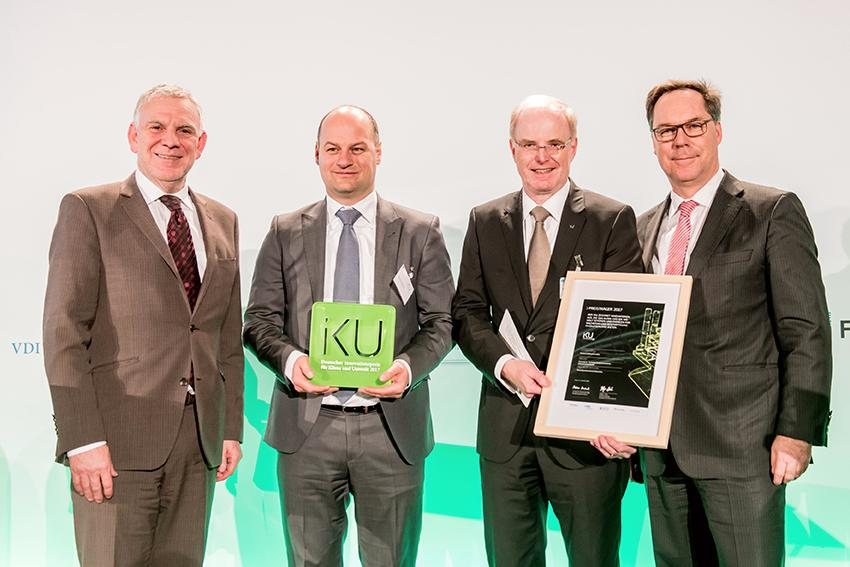 The picture shows the award of the IKU-Award 2017