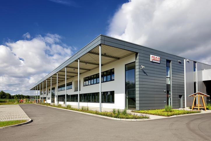 The image shows the building of PEWO Energietechnik.