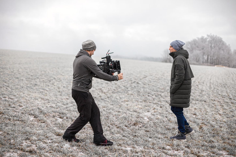 Das Bild zeigt Eric Frenzel mit Kameramann.