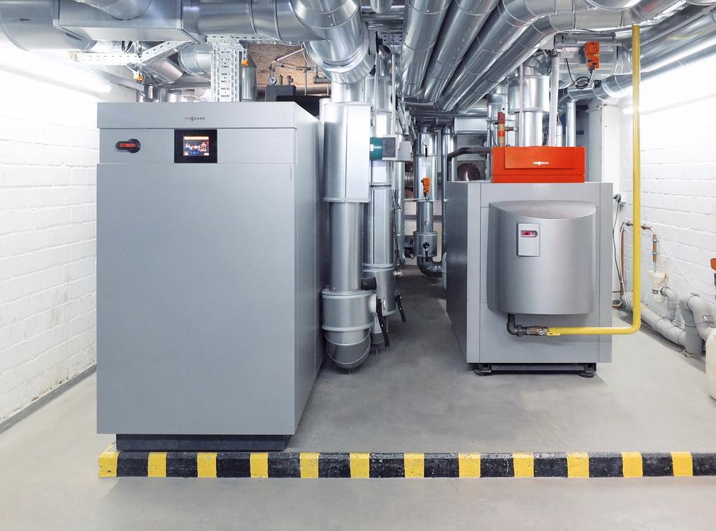 The image shows a large heat pump built by Viessmann.