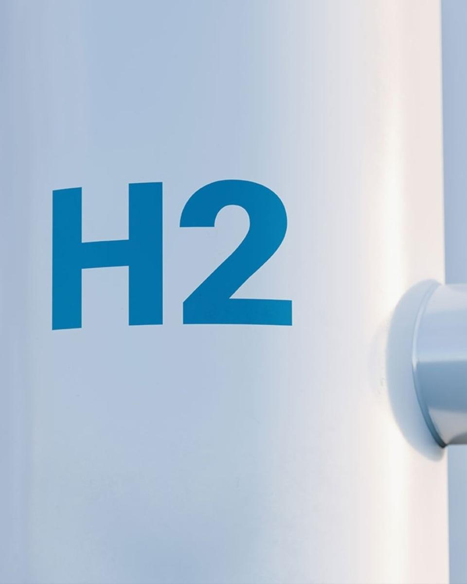 Infrastructures for the production, distribution and use of hydrogen as an energy carrier.