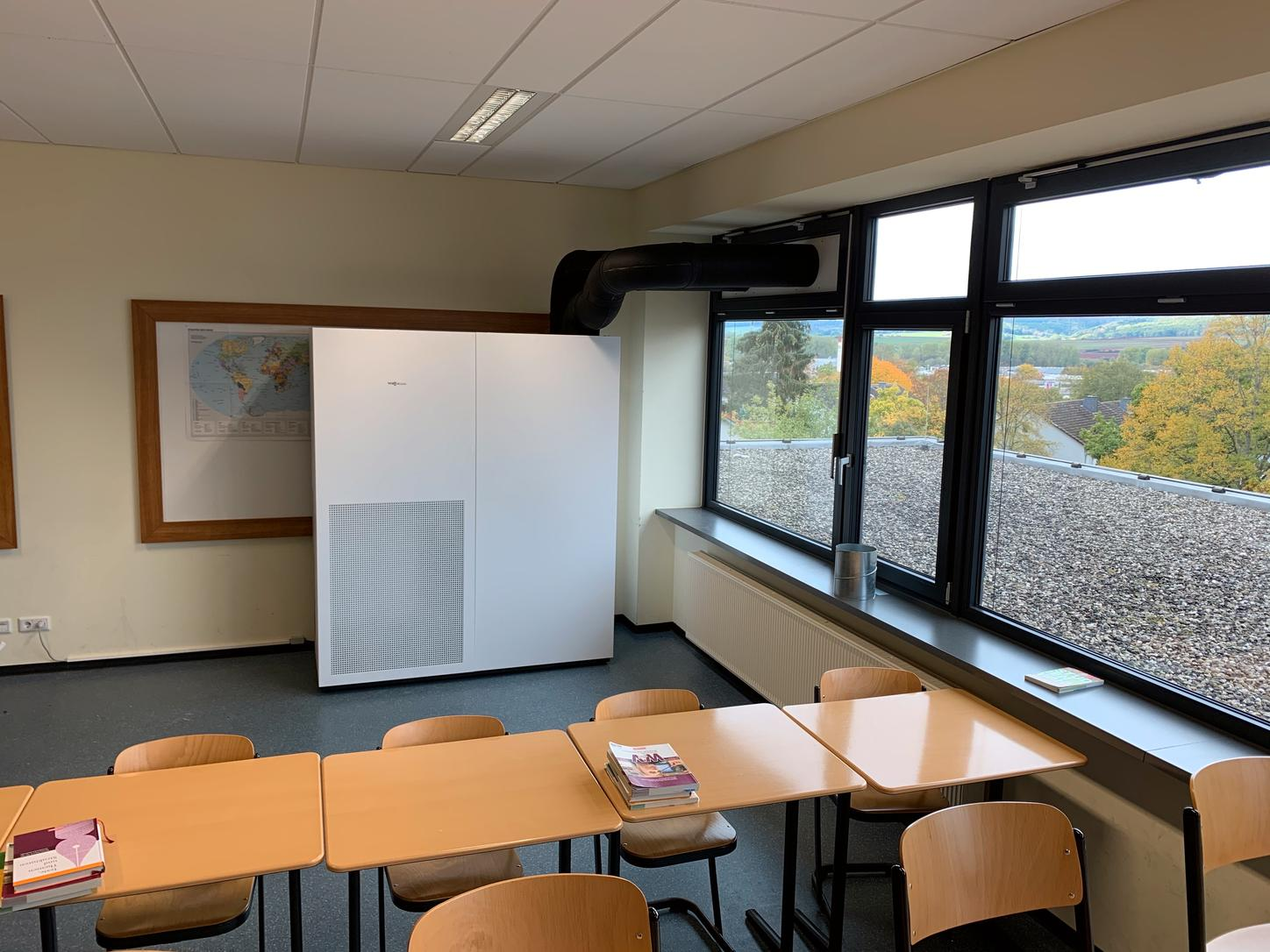 The image shows classroom with Viessmann ventilation unit.