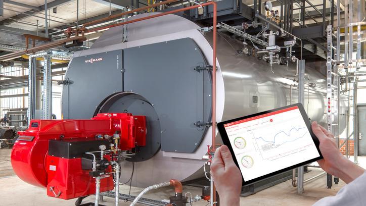 Das Bild zeigt eine Vitomax 200 Anlage mit Tablet im Vordergrund
